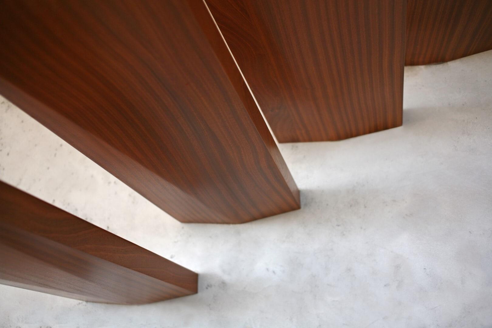 פוקס על מדרכי המדרגות