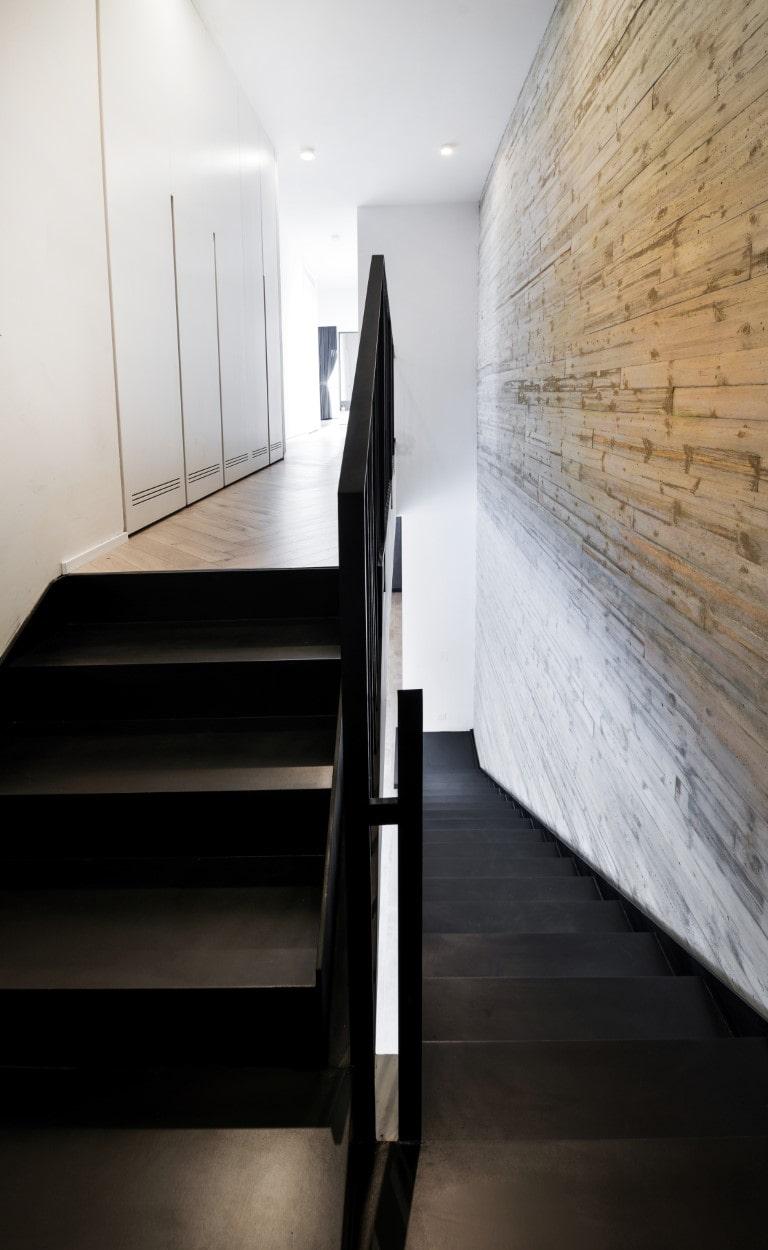 מבט מהגרם העליון של המדרגות לכל אורך הגרם התחתון